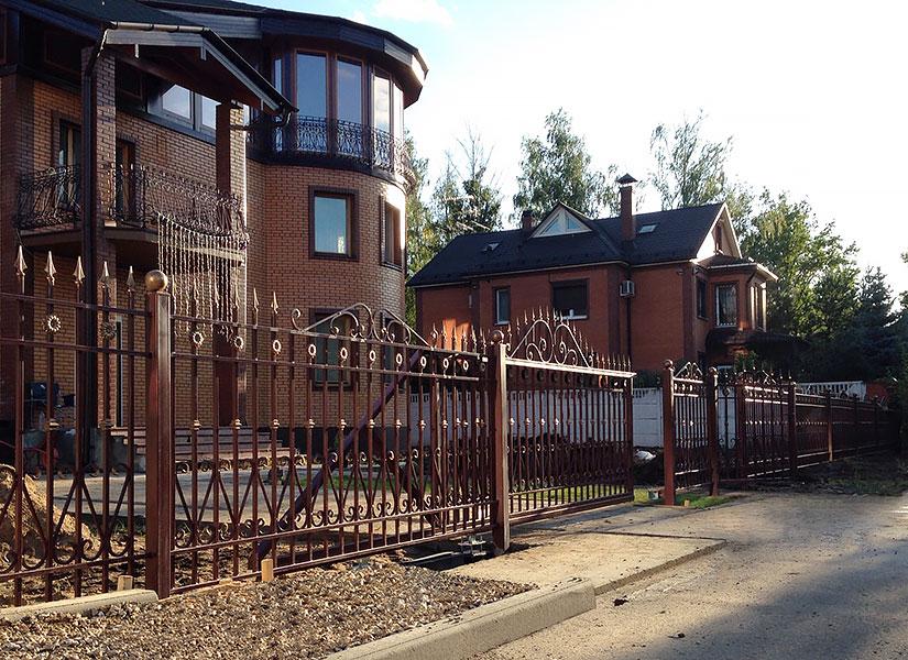 Фото кованые заборы для частного дома